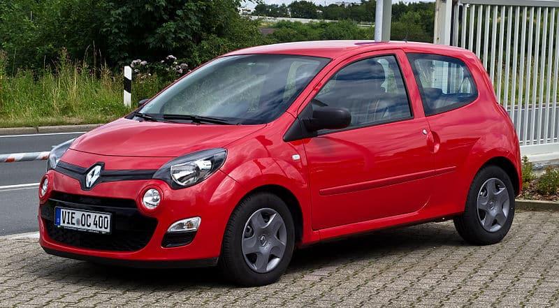 800px-Renault_Twingo_(II,_Facelift)_–_Frontansicht,_21._Juli_2012,_Heiligenhaus